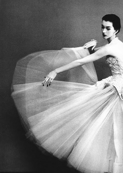 vintage..Vintage Gowns, Wedding Dressses, Fashion, Richard Avedon, Couture Gowns, Balenciaga, Harpers Bazaars, Richardavedon, 1950