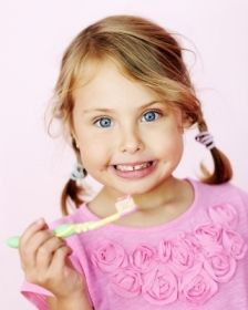 Eine Zahnzusatz von Kind auf an kann eine lohnende Investition sein. Denn zu Anfang ist der Einstieg leicht und die Beiträge niedrig.