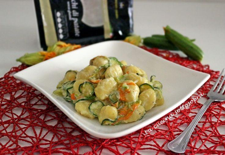 Gnocchi+zucchine+fiori+e+crema+di+pecorino
