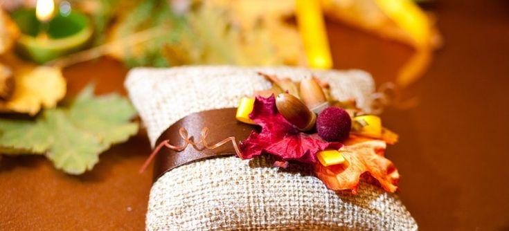 Некоторые молодожены для проведения свадьбы часто выбирают середину осени. Октябрь имеет наиболее живописное убранство: небо лазурное, солнце золотое, а деревья одеты в самые пестрые наряды. Обстановка сказочная, настроение отличное, все еще тепло, летние и сентябрьские хлопоты позади – по этим причинам свадьба, проведенная в октябре, имеет все шансы завоевать звание самого красочного и запоминающегося торжества. […]