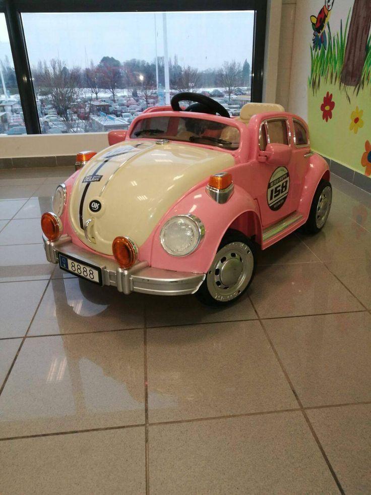 Toto rozkošné ružové autíčko majú rady nielen dievčatá...#car #auticko #auto #pink #pinkcar #kadernictvo #detskekadernictvo #hairdresser #trnava #arkadiatrnava #bratislava