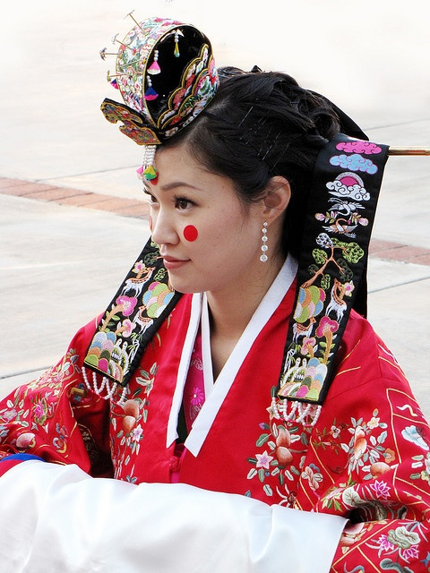 Traditional Korean Bride | #Korea | more info: http://en.wikipedia.org/wiki/List_of_Korean_clothing