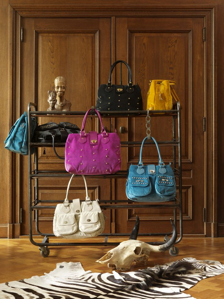 Dear valued customers, We are having a #SALE on our #velvet Bag collection. Ladies FASHION BAGS: was €299,00 NOW only €195,00 Laptop Bags: was €279,00 NOW only €175,00. Shop your bags here: http://www.thevelvetlab.com/en/bags/57 ORDER NOW AND RECEIVE FREE DELIVERY ON ALL ORDERS TO THE UK AND THE NETHERLANDS!