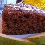 Lorsque vous servirez ce gâteau, personne ne pourra deviner que la quantité de sucre et d'huile a été réduite de moitié. Le fait d'ajouter une poire râpée au mélange rend ce gâteau bien moelleux. Garnissez-en un morceau d'une cuillerée de crème fouettée faible en gras ou gardez-en en tout temps sur le comptoir pour remplacer le pain aux bananes.  8 portions  Temps de préparation : 10 minutes  Temps de cuisson : de 25 à30 minutes Ingrédients  1 ¼ tasse (310 ml) de farine tout usage ...