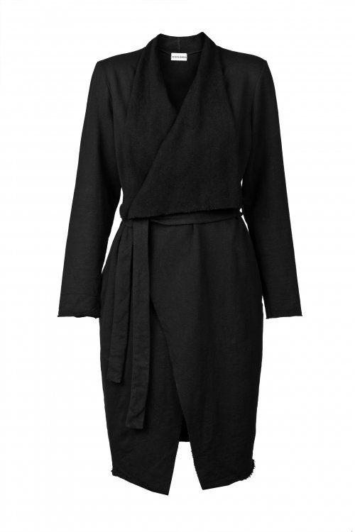Dzianinowy czarny płaszcz. Płaszcz sprawdzi się zarówno do sportowych jak i eleganckich stylizacji. #MODLISHKA