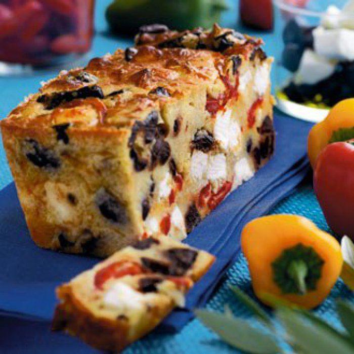 Cake aux poivrons, feta et olives noires