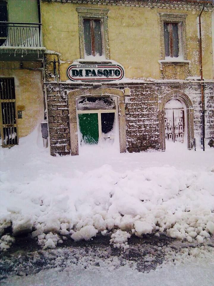 Il nostro punto vendita in Corso Vittorio Emanuele imbiancato dalla nevicata dei mesi scorsi