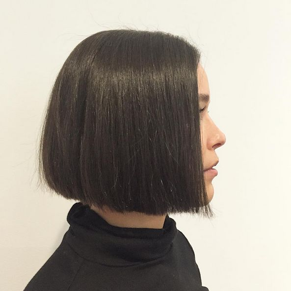 essensualslondonseattle Soft textured bob cut by Jason Townsend @essensualslondonseattle #seattle #seattlelife #seattlehair #seattlehairstylist #seattlehairsalon #seattlehaircolor #seattlelove #206 #instahair #hairideas #hairstyle #haircut #trendyhair #bob #bobhaircut #labelmusa #seattleblogger #seattlefashion #smoothingcream #radianceoil