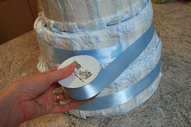 how to make a diaper cake great step by step photos get your craft on pinterest. Black Bedroom Furniture Sets. Home Design Ideas