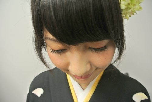 Black Kimono×Red eye shadow