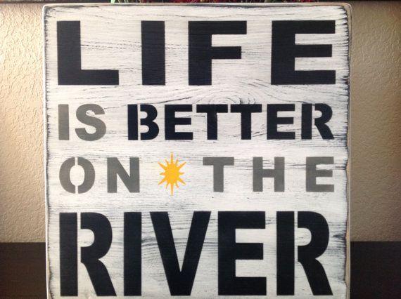 La vie est meilleure sur la rivière panneau de bois par djantle