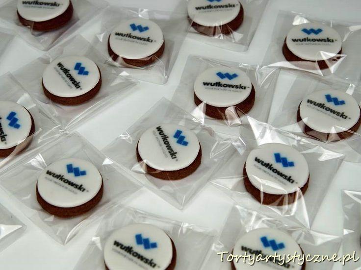 Pierniczki z logo firmowym