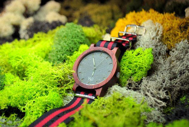 Chcielibyśmy Wam przedstawić zegarek serii Wave. Zegarek został zaprojektowany i wykonany w naszej pracowni w Polsce. Zegarek został wykonany z ekskluzywnego drewna Padouk oraz niespotykanego...