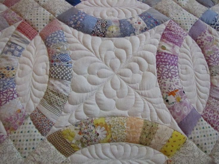 Stunning Double wedding ring free motion quilting by Cedar Valley Quilts