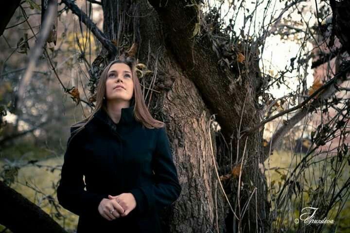 """Ph.: I.Gruzdeva www.irinawedfoto.ru  Необычное дерево обнаружила на съемке... Сухое видавшее виды, умудренное временем - под стать моей """"Осенней философии""""..."""