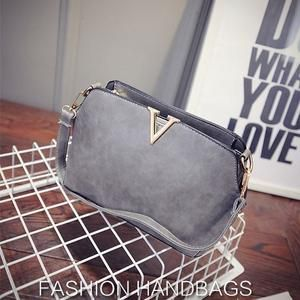 TAS IMPORT KODE: 26642  IDR.145.000  MATERIAL PU  SIZE L25XH17XW10CM  WEIGHT 650GR  COLOR SILVER