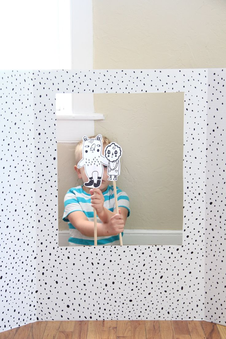 This #DIY puppet theater will keep your little ones entertained all summer long!