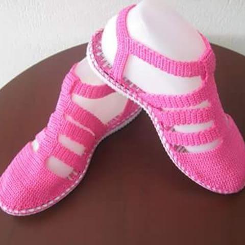 Sandalia #fucsia#juvenil#hechoamano #tallas #todosloscolores#tejido#crochet #artesanal .
