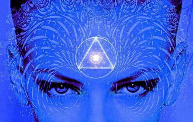 Chakradance  Activate your third eye chakra by sitting outside under the night sky … gaze up at the stars. Find your star. Let the brilliant white light from your star beam down and feel the light pouring into your third eye. Feel your insight and intuition awakening. Nat x