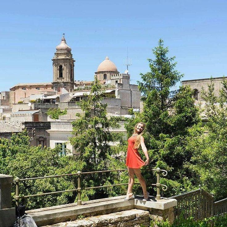#memories  #italy #sycylia #sicily #trapani #island #city #europe #church #trees #builds #wander #wanderlust #trip #travelgirl #travel #traveling #travelgram #view #polishgirl #polskadziewczyna ##smile #pose #statue #włochy