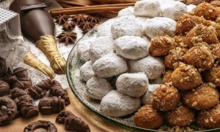 "Christmas in Crete - ""Kourampiedes"" and ""Melomakarona"""
