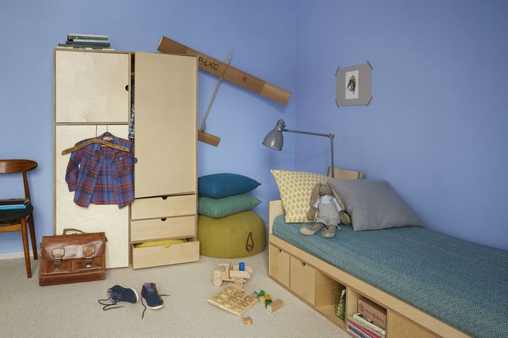 Our wardrobe is divided into a few useful sections as follows. It can also be combined with the KUBBIK KB-031 unit.