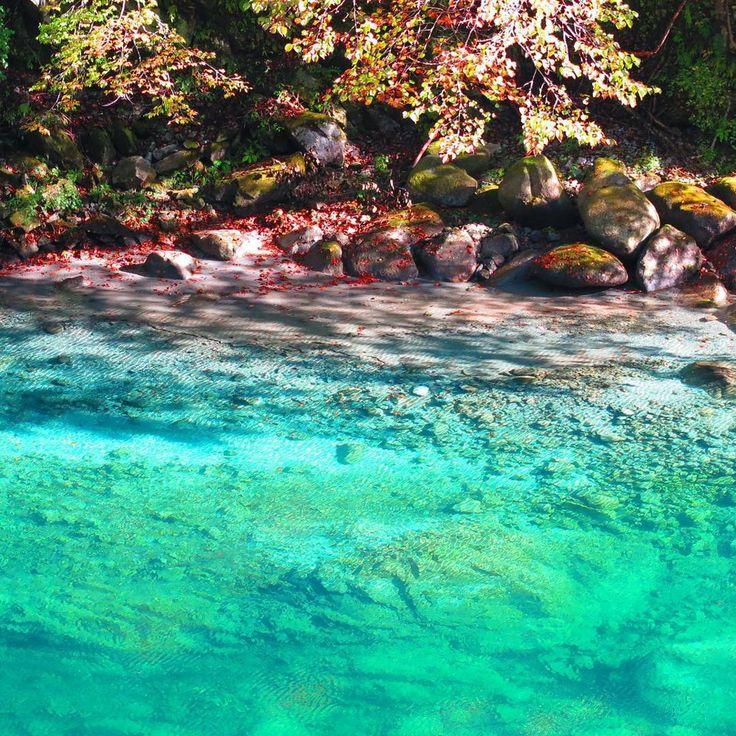 """都内から1時間半の知られざる秘境。絶景""""ユーシン渓谷""""神秘のブルーを訪れたい"""