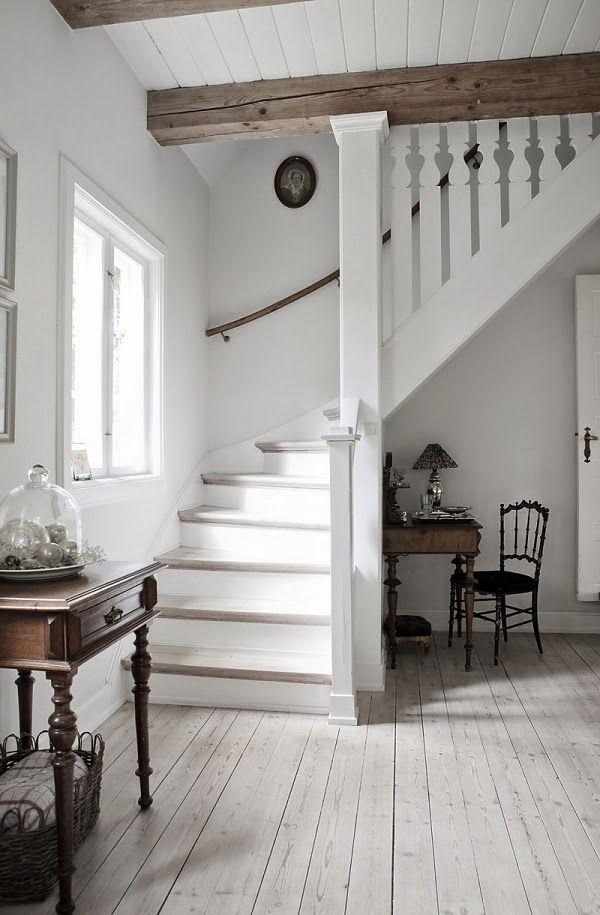 Fácil imaginar una vida idílica tranquila en esta impresionante vivienda en la que una pareja danesa...