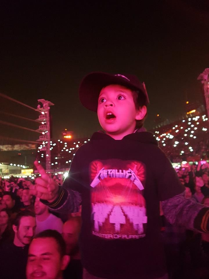 He's one of those thousands kid who attends every Metallica concert in Mexico City with their parents, thanx for that guys. cheers! #MetInMex #MetallicaMX #MetallicaMexico