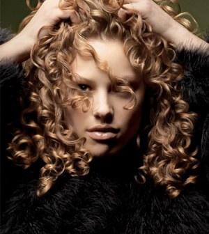 Kıvırcık Saçlar İçin Bakım Önerileri