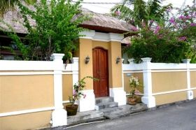 Seminyak Villas Umah Kupu Kupu are a comfortable Seminyak Villas complex, 2 villas each 2 bedrooms, located in Seminyak close by many restaurants, spas, bars, boutiques and long golden sand beaches.