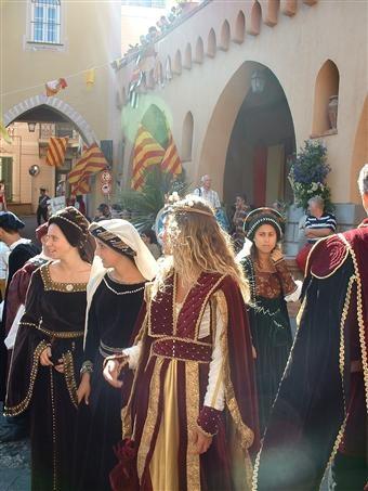 si svolge l'8 settembre il Corteo Storico a Diano Castello - spettacoli di giochi e mangiafuoco per i bambini, spettacoli di musica medioevale, lancio di coltelli, pieces teatrali dell'epoca, sbandieratori, tornei di cavalieri e giostre di spade e tutto rigorosamente con i costumi e le ambientazioni dell'epoca. Il tutto accompagnato dall'apertura degli stando gastronomici dove è possibile degustare buon vino e piatti tipici in tema medievale.