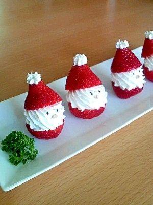 「いちごのサンタクロース」写真はパセリを添えていますが、ハーブなどで緑を加えるとよりクリスマスっぽいかな?と思います☆【楽天レシピ】