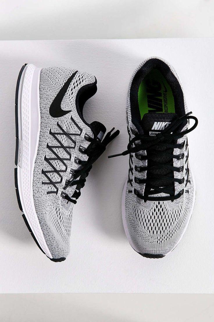 Nike Air Zoom Pegasus 32 Sneaker. work out shoes