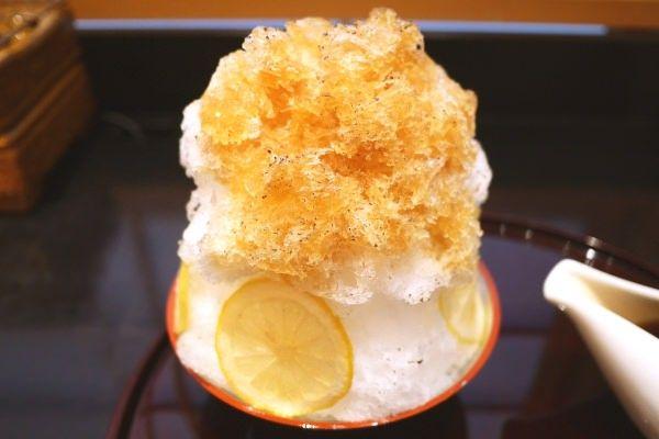 """行列和菓子店で食べる""""香ばしい""""かき氷--原宿・ぎおん徳屋「お番茶のかき氷」"""