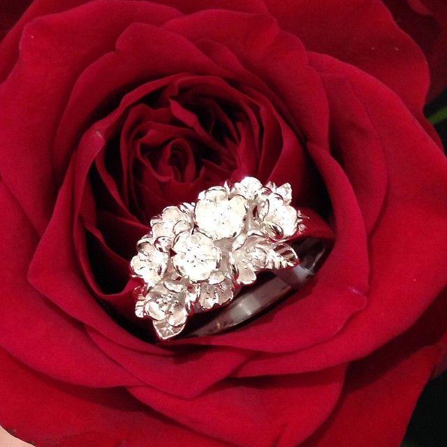 """Flower Ring from #karenwalker, perfect way to start a #monday. #silverwolf #jewellery #silver #wolf  #unleashyourwolf #shopping #fashionblogger…"""