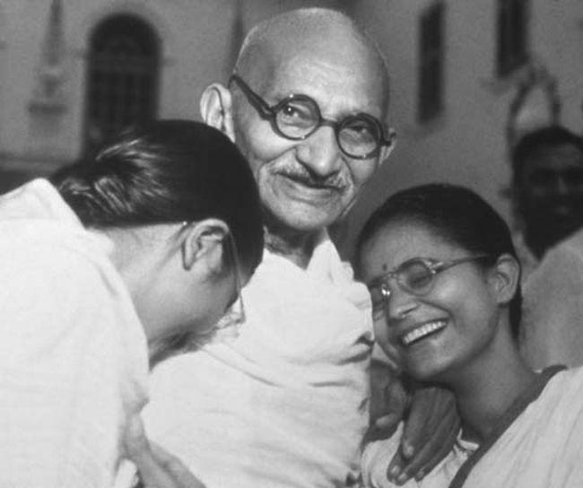 2 ottobre Giornata Mondiale della Nonviolenza_____ « Non ho nulla di nuovo da insegnare al mondo. La verità e la nonviolenza sono antiche come le montagne. »(Mahatma Gandhi)_____ http://ki.noblogs.org/2-ottobre-giornata-mondiale-della-nonviolenza/