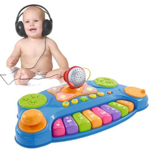 Comprar Teclado Musical con Luces y Micrófono Baby DJ Music Mixer al mejor precio. El teclado musical con luces Baby DJ Music Mixer es ideal para introducir a sus hijos en el maravilloso mundo de la música. Baby DJ Music Mixer contiene tres instrumentos diferentes y un botón con sonidos de animales.