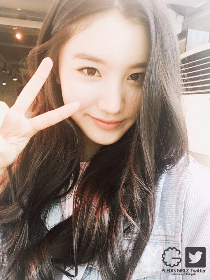 Eunsun Ryu (portrayed by Park Siyeon) is one of Cass' friends. She is 17, and is a private school student/swimmer.