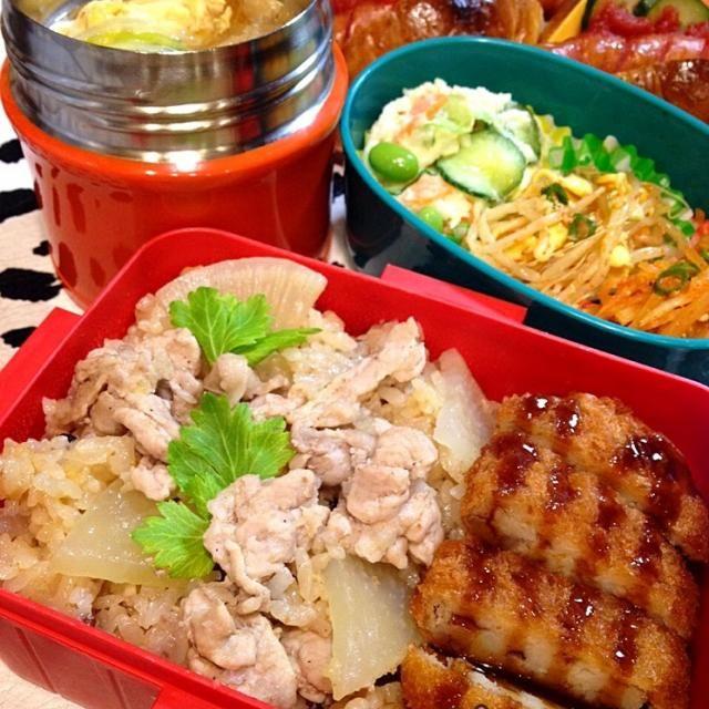 偶然、豚肉と大根があったので作りましたが、すごく簡単で、しかもおいしー!(^o^)/ 旦那「今日の弁当、うまかったぁー!」 この一言が一番うれし〜〜♡o(^▽^)o♪  一緒に添えたおかずは ブゴク(韓国の干したらのスープ) おから入りの牛肉コロッケ 野菜たっぷりポテトサラダ 豆もやしのナムル 大根ナムル  また、明日も頑張るぞぉーー!ww - 82件のもぐもぐ - あつしさんの料理 大根と豚バラの炊き込みご飯旦那が好きなブゴク、おから入り牛肉コロッケ、ナムルと共に〜❤️ by withkeunyoung