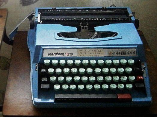 Portable Typewriter / Vintage Manual Typewriter by Eklektibles