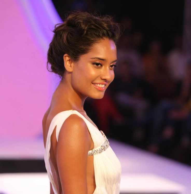 Lisa Haydon, you're a scintillating star in the fashion galaxy.