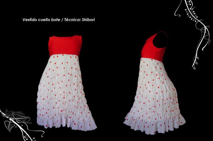Vestido corte imperio falda textura shibori plegado.