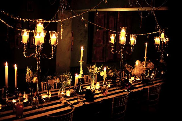holiday table: Candles Lights, Salons Decor, Haute Parties, Romantic Lights, Candlelight Dinners, Holidays Tables, Dinners Parties, Outdoor Lights, Eventu Ideas