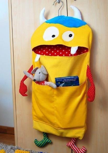 Das Monster ist ein Aufräumsack und frisst am liebsten Spielzeug auf - Schnittmuster und Nähanleitung via Makerist.de