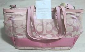 ??Listing. Awesome Coach Purse ?? Love this size Coach Purse. Measures 10x6.5. In good condition. Coach Bags