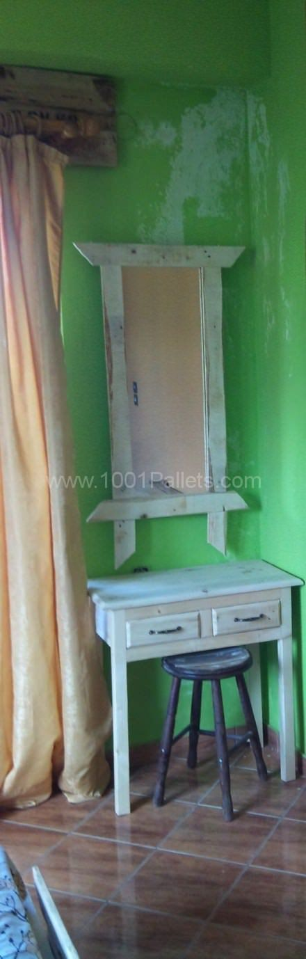 Pallet Makeup Table With Mirror