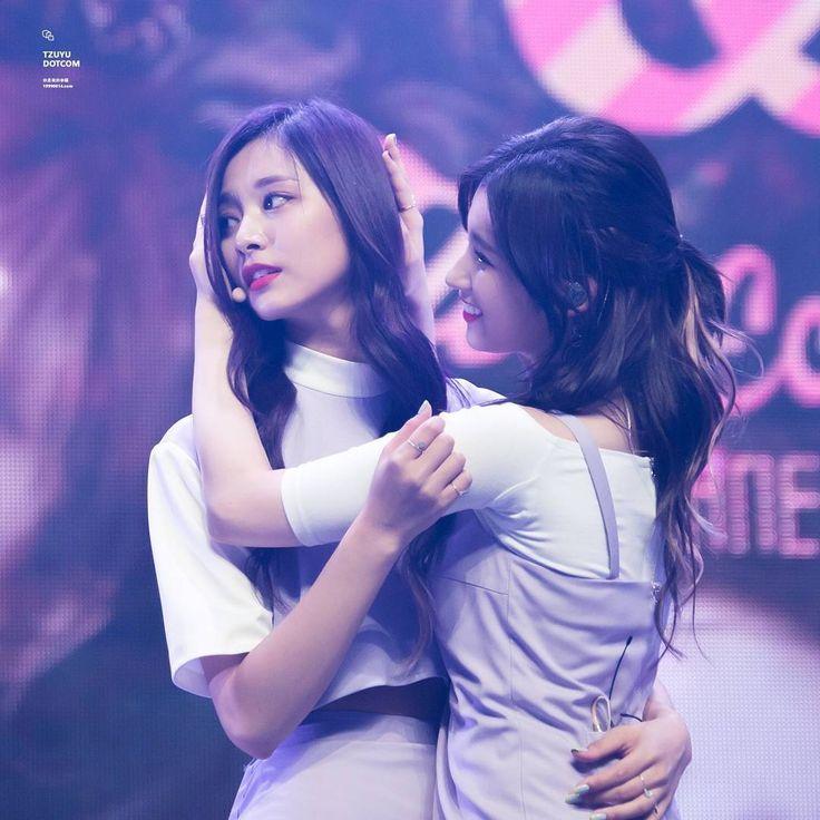 TWICE - Sana 사나 • 湊崎紗夏 & Chou Tzuyu 쯔위 • 周子瑜 (SaTzu couple 사쯔 커플)