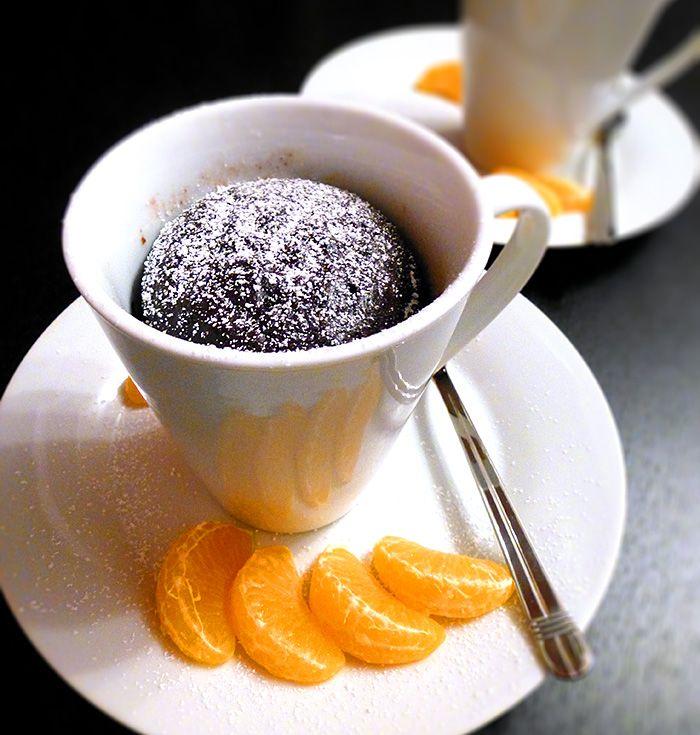 Veganer Schoko-Mug-Cake Hin und wieder probiere ich auch gerne vegane Rezepte aus. Ich bin ein großer Fan von Mug Cakes bzw. Tassenkuchen :D Denn wer kennt das nicht: man ist zu Hause, hat total Lust auf Kuchen oder braucht spontan für seine Gäste...
