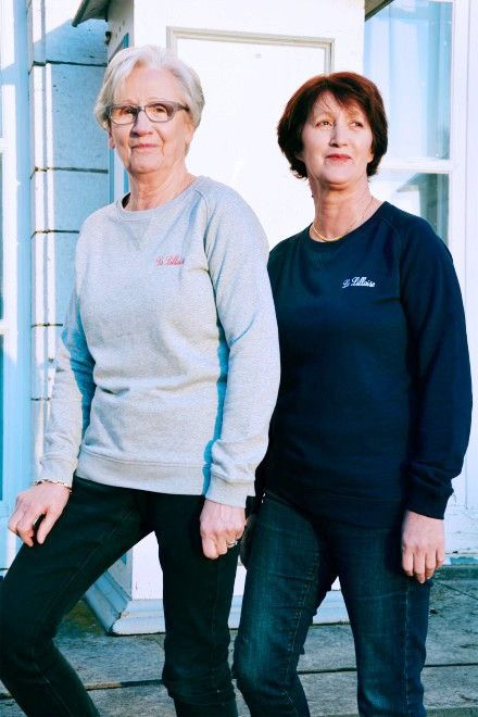 Collection Capsule N°5 Les Comptoirs d'Orta /  www.lescomptoirsdorta.com / Sweat La Lilloise #lescomptoirsdorta #sweat #grey #gris #navy #marine #Lille #Lilloise #France #French #old #woman #grandmother #mother #fashion #tendance #family #love
